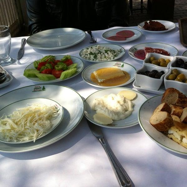 3/17/2013 tarihinde Olcay G.ziyaretçi tarafından Çamaltı Restaurant'de çekilen fotoğraf