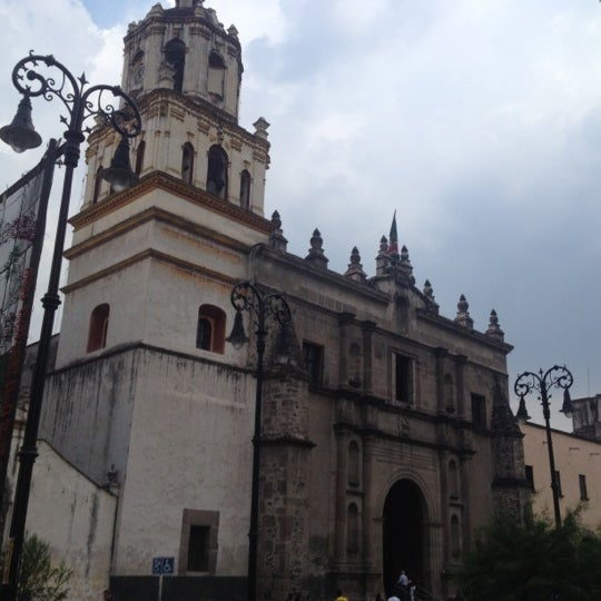 Photo taken at Jardín Hidalgo by Paula G. on 9/29/2012