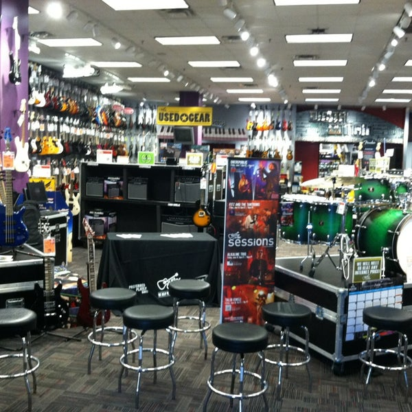 guitar center music store in colonie. Black Bedroom Furniture Sets. Home Design Ideas