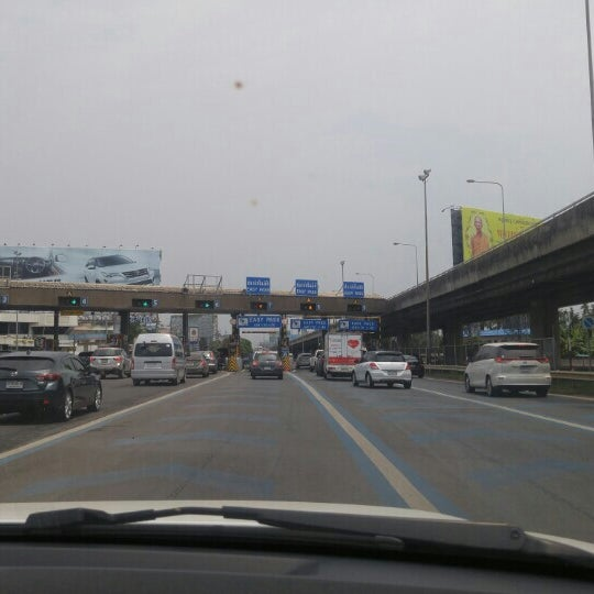 Photo taken at Dao Khanong Toll Plaza by Tha T. on 3/27/2016