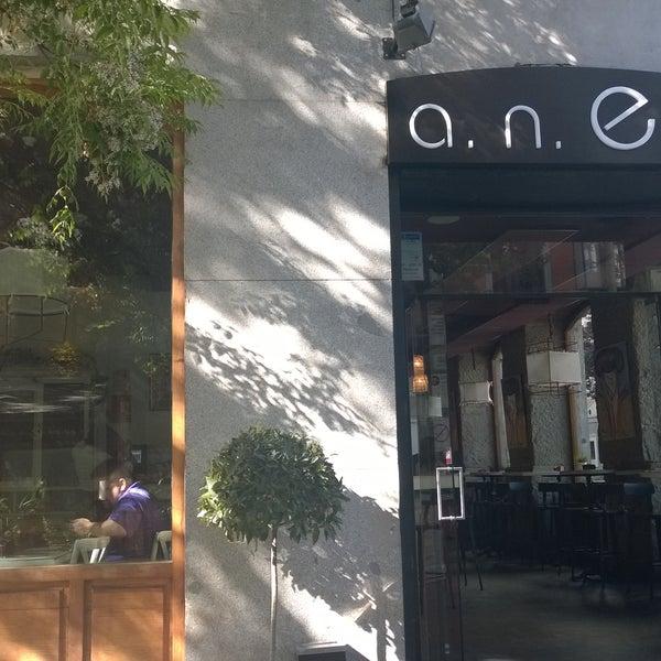 Foto tomada en a.n.E.l. Tapas & Lounge Bar por Angie P. el 5/17/2015