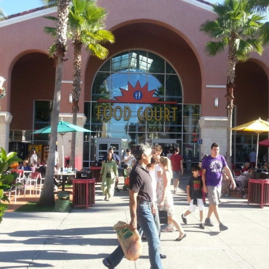 Photo taken at Orlando Vineland Premium Outlets by Marcus P. on 12/19/2012