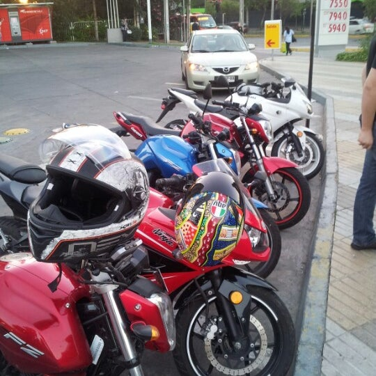 Photo taken at Shell by Matias S. on 12/13/2012
