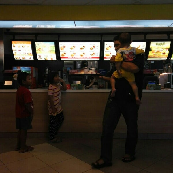 Photo taken at McDonald's by Reinita A. on 5/29/2016