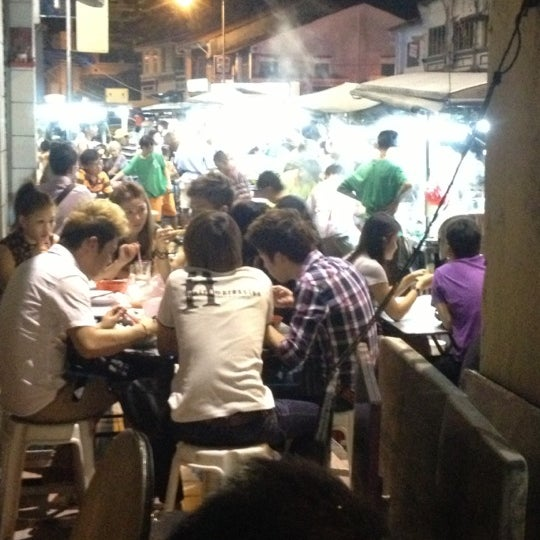 Photo taken at Chulia St. Night Hawker Stalls by Koay M. on 12/5/2012