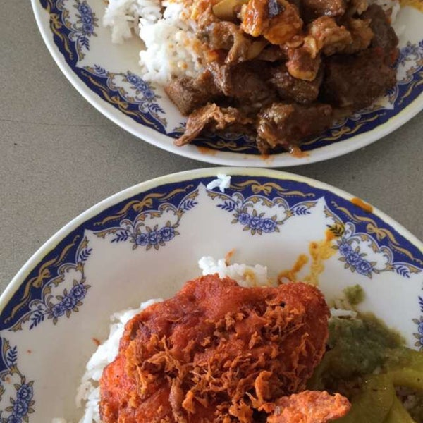 Foto tomada en Restoran Nasi Kandar Seri Kota por Deana Z. el 11/26/2015