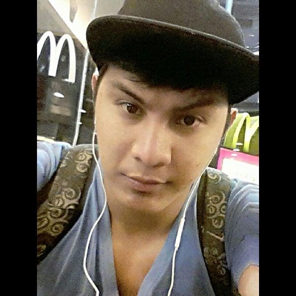 Photo taken at McDonald's by Jovito B. on 10/17/2014