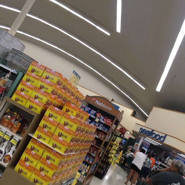 Photo Taken At Foodland By §uz E. On 7/23/2017