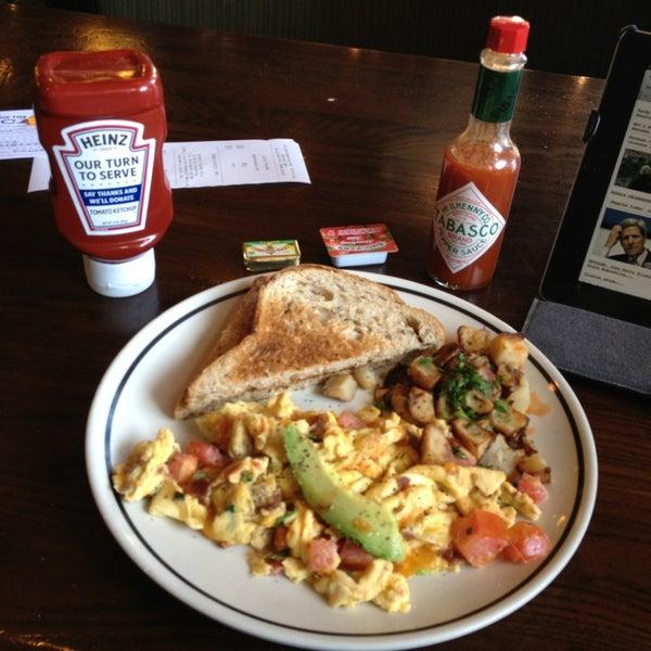 Photo taken at Corner Bakery Cafe by Jesse G. on 12/22/2012