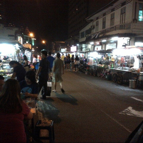 Photo taken at New Lane Hawker Stalls by Jules O. on 12/8/2012