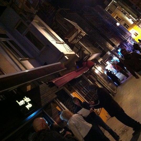 รูปภาพถ่ายที่ Bar-ish โดย Atsushi Van Eyck T. เมื่อ 11/12/2012