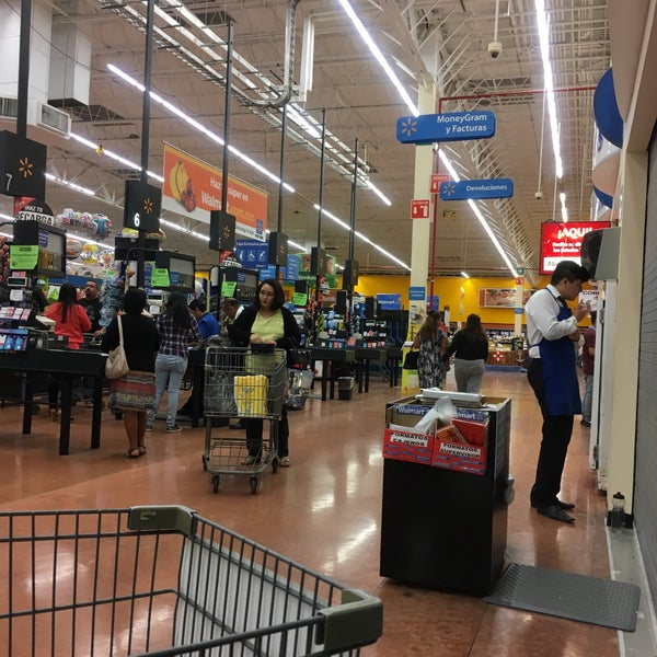 Photo taken at Walmart by Maikol Y. on 3/20/2017