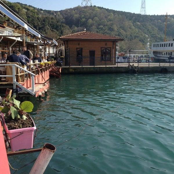4/10/2013 tarihinde Aida D.ziyaretçi tarafından Çapari Restaurant'de çekilen fotoğraf