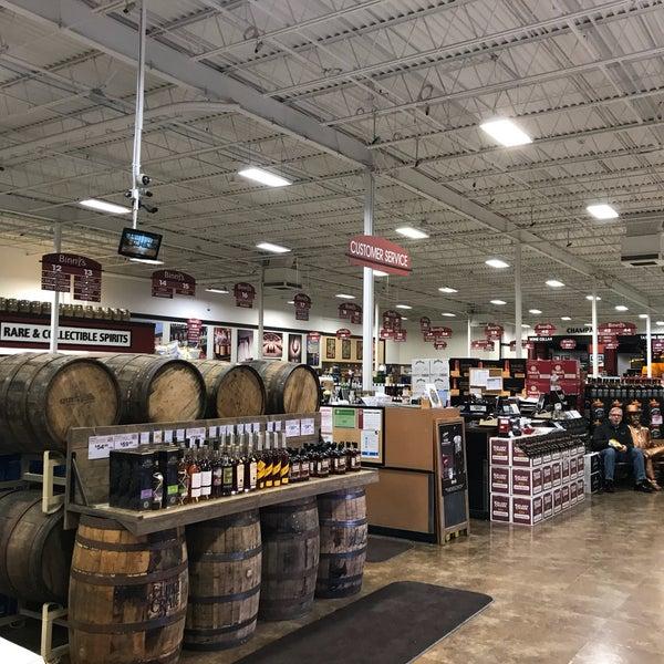 รูปภาพถ่ายที่ Binny's Beverage Depot โดย David F. เมื่อ 3/22/2018