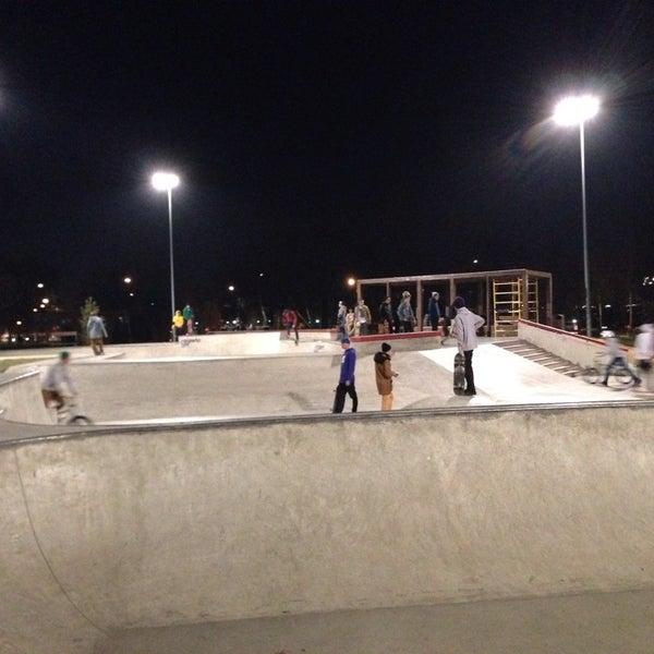 Das Foto wurde bei Скейт-парк «Садовники» von Elena am 10/29/2014 aufgenommen