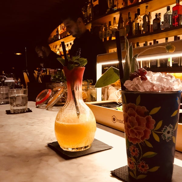 Hidden gem in Barcelona, hidden entrance, amazing cocktails, try to dit at the bar for a great view.