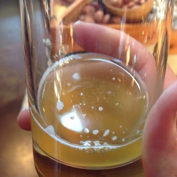 Photo taken at Yachats Brewing + Farmstore by Martin C. on 6/19/2015