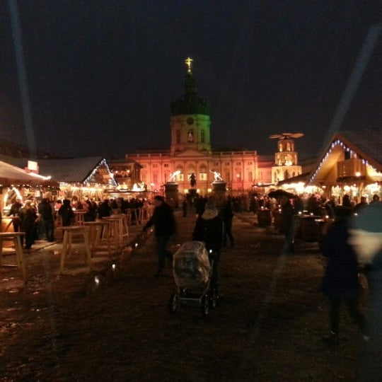 Photo taken at Weihnachtsmarkt vor dem Schloss Charlottenburg by Harald A. on 12/23/2012