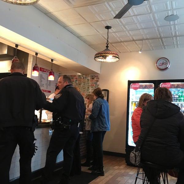 Foto tomada en Joe's Pizza por Mike T. el 3/16/2018