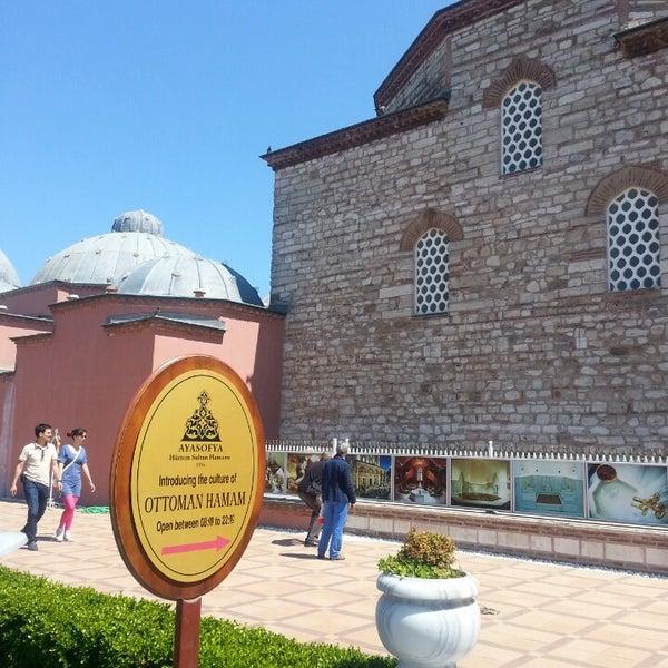 Das Foto wurde bei Ayasofya Hürrem Sultan Hamamı von Muharrem D. am 4/27/2013 aufgenommen