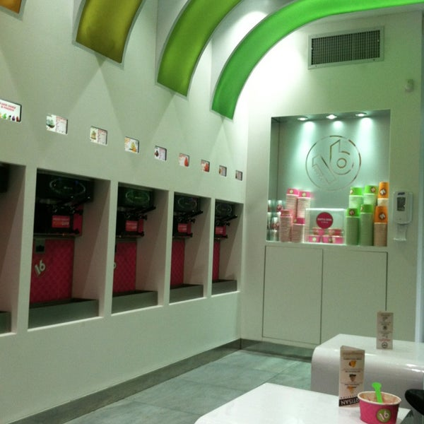 Photo taken at 16 Handles by Tina C. on 7/4/2013