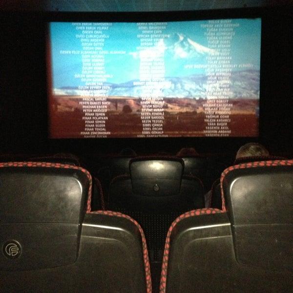 2/11/2013 tarihinde ALR&HLTziyaretçi tarafından Spectrum Cineplex'de çekilen fotoğraf