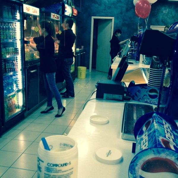 Photo prise au Кинотеатр «Маяк» par Nata M. le10/28/2013