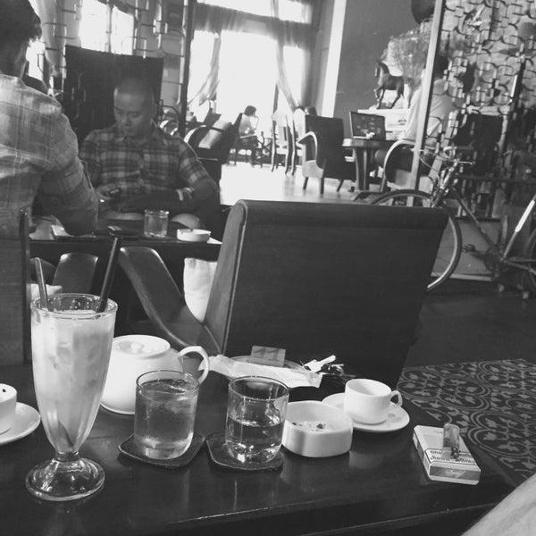 Photo taken at Lộc Vừng Café by Hường H. on 7/26/2015