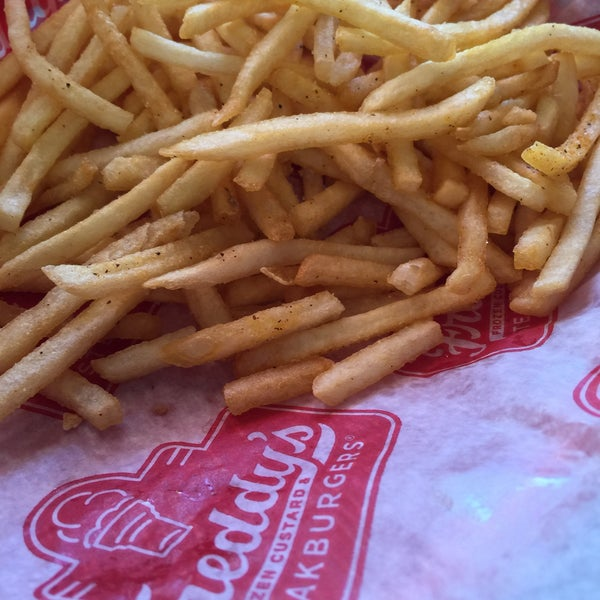 Photo taken at Freddy's Frozen Custard and Steakburgers by Freddy Q. on 3/22/2015