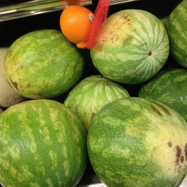 Das Foto wurde bei Riccardo's Market von Beth R. am 2/25/2013 aufgenommen