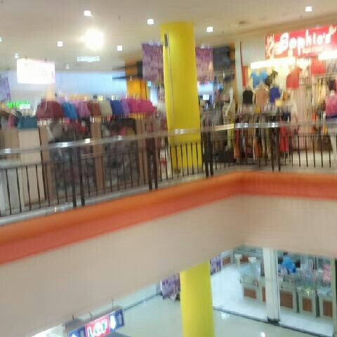 Photo taken at Bandung Trade Centre - BTC Fashion Mall by Roby Y. on 3/17/2013