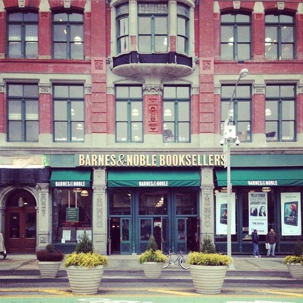 Foto tomada en Barnes & Noble por Demetri K. el 1/13/2013