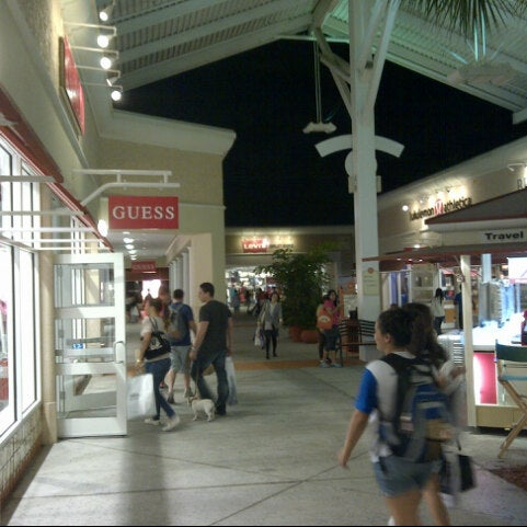 Photo taken at Orlando Vineland Premium Outlets by Randy J. on 1/13/2013