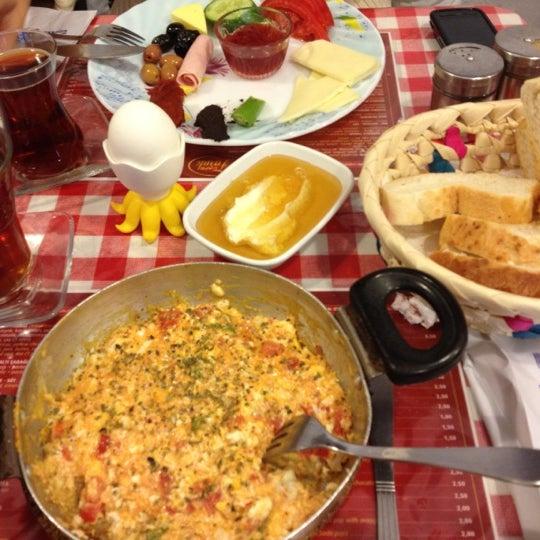 11/17/2012 tarihinde Merve S.ziyaretçi tarafından Café Faruk'de çekilen fotoğraf