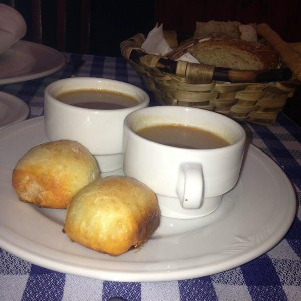 Foto tomada en Carlos Tartiere Restaurante Sidrería por Pedro Luis R. el 3/13/2013