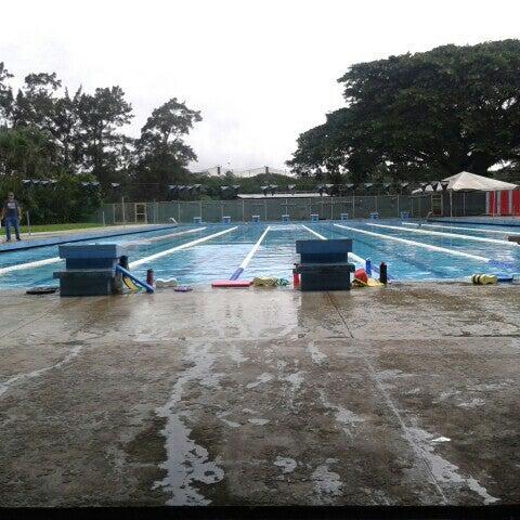 Fotos en piscina polideportivo monserrat contiguo a las for Piscina polideportivo