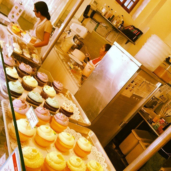 Photo taken at Magnolia Bakery by Steven S. on 7/14/2013