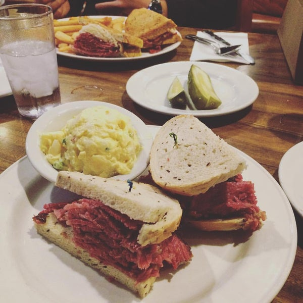 Photo taken at Nate 'n Al Delicatessen by Kevin H. on 12/24/2015