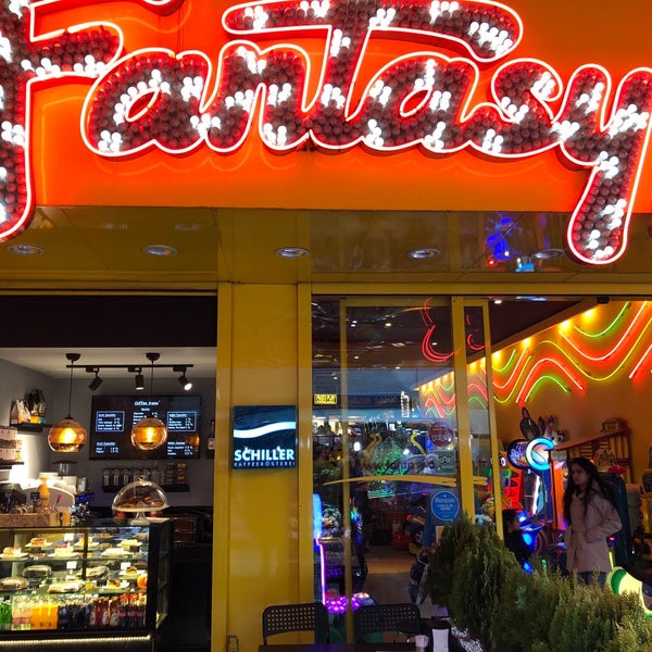 4/22/2018 tarihinde Hakan A.ziyaretçi tarafından Fantasyland Oyun Merkezi & Coffee'de çekilen fotoğraf