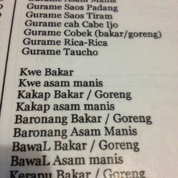 Photo taken at Ikan Bakar Bambu Haur by Benyamin M. on 12/31/2012