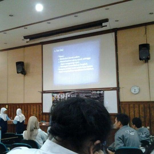 Photo taken at Fakultas Kedokteran Universitas Indonesia by Nur Amalina P. on 10/21/2012