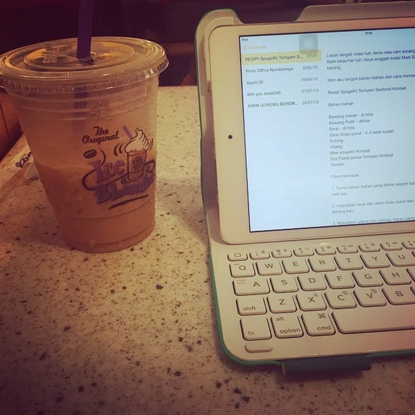Photo taken at The Coffee Bean by CikLily P. on 6/1/2015