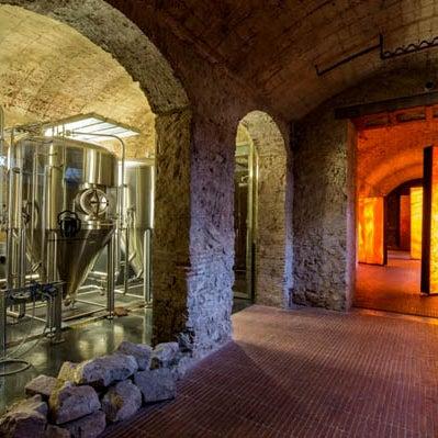 """Cerveza fresca sin pasteurizar, fabricada """"in situ"""" en una microcervecería que podéis visitar."""
