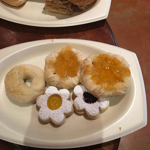 11/11/2016 tarihinde Bernadette G.ziyaretçi tarafından Argentina Bakery'de çekilen fotoğraf