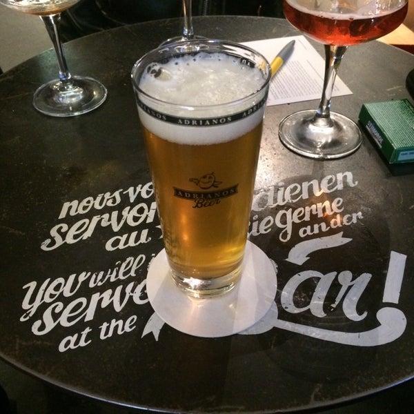 Foto scattata a Adriano's Bar & Café da nicole g. il 10/13/2014