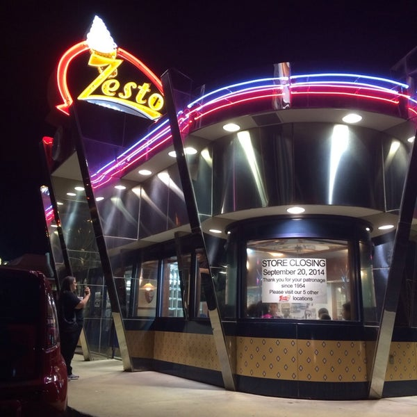 Photo taken at Zesto Drive-Ins by Steve E. on 9/21/2014