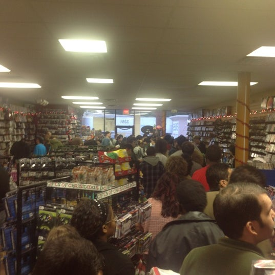 Photo taken at Game Over Videogames by Karen P. on 11/23/2012