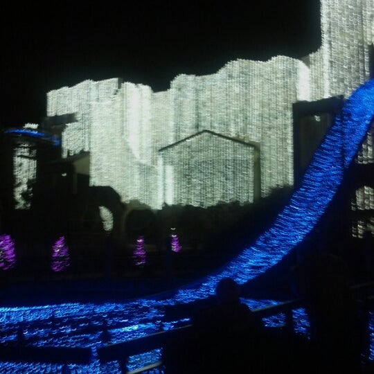 Photo taken at Busch Gardens Williamsburg by Krystal T. on 12/28/2012