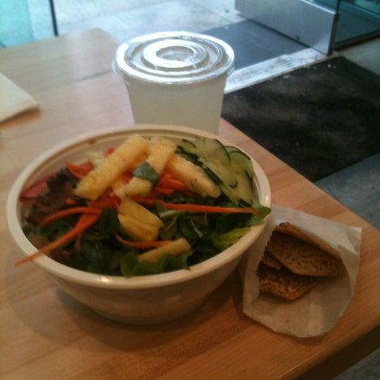 Photo taken at Freshroll Vietnamese Rolls & Bowls by Nehanda L. on 10/31/2012