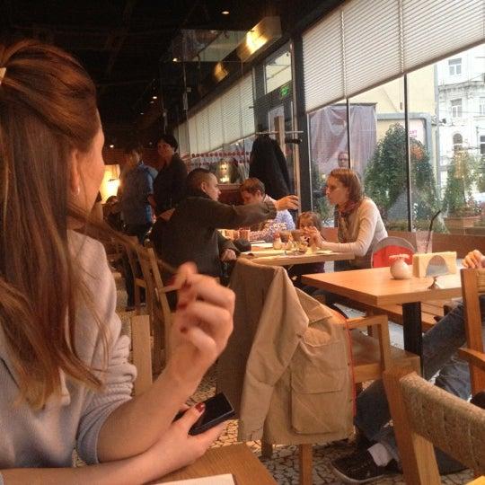 Снимок сделан в Кофемания пользователем Irina A. 10/13/2012